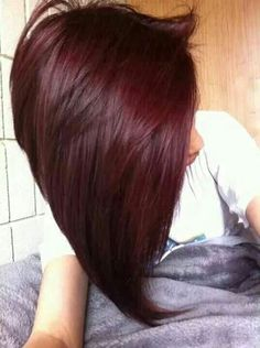 Dye your hair simple & easy to burgundy hair color - temporarily use plum hair dye to achieve brilliant results! DIY your hair mahogany with hair chalk Love Hair, Gorgeous Hair, Bun Hairstyles, Pretty Hairstyles, Hairstyles 2016, Hair Color And Cut, Deep Red Hair Colour, Bob Hair Colour Ideas, Alburn Hair Color