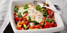 Mozzarella-uunilohi, sitruunalla maustetut uunikasvikset ja jogurttikastiketta