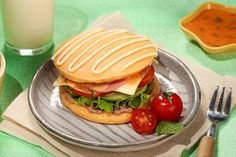 Mayonnaise, Hamburger, Ethnic Recipes, Food, Essen, Burgers, Meals, Yemek, Eten