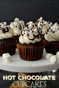 Hot Chocolate Cupcakes with Marshmallow Buttercream are a wonderful treat for anytime of year! Moist, fluffy, hot cocoa cupcakes topped with a light & smooth sweet marshmallow frosting. Easy, impressive and totally fun! Shared by Career Path Design Just Desserts, Delicious Desserts, Yummy Food, Christmas Desserts, Christmas Baking, Christmas Cupcakes, Christmas Cupcake Flavors, Winter Cupcakes, Gingerbread Cupcakes