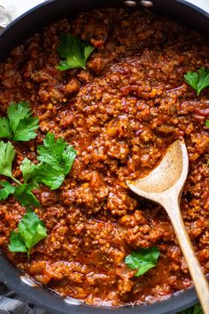 This super easy marinara sauce with ground beef is a healthy, short cut version of a classic full flavored meat sauce! Ready in 30 minutes FLAT for a healthy meal option that's gluten free, paleo, and friendly. Paleo Ground Beef, Ground Beef Pasta, Ground Beef Tacos, Ground Beef Recipes Easy, Pasta Marinara, Easy Marinara Sauce, Marinara Recipe, Ground Beef Breakfast, Turkey Pasta