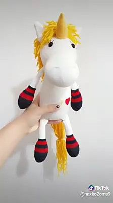 Aprenda Como fazer unicórnio de pelucia com meias passo a passo. sew einfach clothes crafts for beginners ideas projects room Diy Crafts Hacks, Diy Crafts For Gifts, Diy Home Crafts, Diy Arts And Crafts, Creative Crafts, Crafts For Kids, Sock Crafts, Fabric Crafts, Sock Dolls
