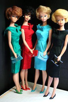 Vintage Ladies in Vintage Fashions Barbie Vintage, Vintage Dolls, Barbie Skipper, Barbie And Ken, Beautiful Dolls, Beautiful Dresses, Barbie Dream, Barbie Collection, Barbie Friends