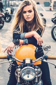Ideas Retro Bike Girl Biker Babes For 2019 Female Motorcycle Riders, Motorbike Girl, Motorcycle Girls, Motorcycle Gear, Classic Motorcycle, Lady Biker, Biker Girl, Street Bikes, Bike Photoshoot