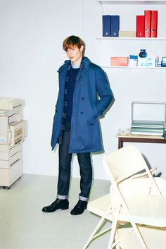 Looking to South Korean culture as the inspiration of its fall-winter 2015 menswear collection, Maison Kitsune looks to the trendsetting choices of color… Men's Fashion, Mens Fashion Week, Fashion Images, Fashion Design, Winter Sale, Fall Winter 2015, Winter Coats, Vogue, Mens Trends