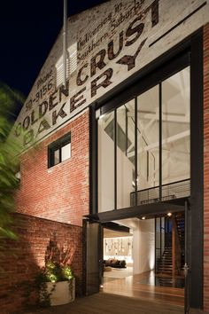Beautiful adaptive reuse - Bakery warehouse conversion in Melbourne by Jackson Clements Burrows Warehouse Apartment, Warehouse Office, Warehouse Living, Converted Warehouse, Warehouse Home, Warehouse Design, Warehouse Conversion, Warehouse Renovation, Loft Office