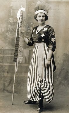"""In fancy dress as America. Found image, postcard format. The flag reads: """"Ragtime Goblin Man,"""" the title of a spooky song, but why? Historical Costume, Historical Clothing, Vintage Costumes, Vintage Outfits, 1920 Costumes, Modest Costumes, Victorian Fancy Dress, Fancy Dress Ball, Patriotic Dresses"""
