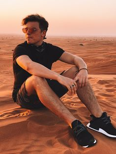 Jack Maynard in Dubai Ray Diaz, Male Youtubers, Jack And Conor Maynard, Buttercream Squad, Model Poses Photography, Aaron Carpenter, Joe Sugg, Young Love, Pictures Of People