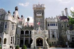 Visit Canada's Majestic Castle, Casa Loma and step back in time to a period of European elegance and splendour. The former home of Canadian financier Sir Henry Pellatt, Canada's foremost castle is complete with decorated suites, secret passages, an 800-foot tunnel, towers, stables, and beautiful 5-acre estate