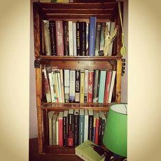 Le cassette della frutta hanno preso nuova vita ! #riciclocreativo #libreria #legno #creatività  #idee #riciclo #cassette #arredare