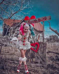 Want a kiss from PennyQuinn? Happy Valentine's Day My Lovely Puddins Cosplayer: Harley Quinn Drawing, Joker Und Harley Quinn, Harley Quinn Cosplay, Harely Quinn, Fantasias Halloween, Scary Halloween Costumes, Halloween Outfits, Cool Art Projects, Maquillage Halloween