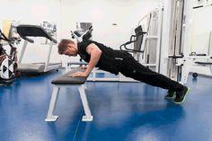 Vyötärölle kerääntynyt rasva voi olla haitallista terveydelle. Liikuntafysiologi ja personal trainerina työskentelevä liikuntabiologi kertovat, mistä rasvan kerääntyminen johtuu ja miten siitä pääsisi parhaiten eroon. Personal Trainer, The Row, Gym Equipment, Plant Bed