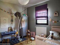 un bureau vintage des fanions et un porte manteau en branches de bois dcor par - Chambre Vintage Petite Fille