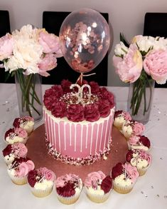 Mover r - # mover - Birthday Cake Blue Ideen - Pastel de Tortilla 25th Birthday Cakes, Birthday Cakes For Women, Birthday Parties, Birthday Balloons, 30th Birthday Party Ideas For Women, Chanel Birthday Cake, Birthday Cookies, Beautiful Birthday Cakes, Beautiful Cakes
