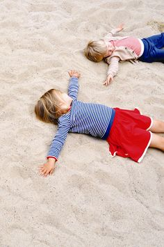 Photo Inspiration: Laying in the sand at beach