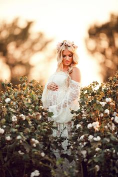 Maternity Photo Shoot with blush pink flower crown from Love Sparkle Pretty. Photography by Savannah Kate. http://lovesparklepretty.com/