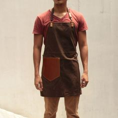 Gouache Waxed Canvas Apron – Mud Brown. leather pocket, adjustable neck strap. water repellant, 100% cotton canvas, genuine leather.