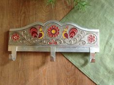 Items similar to Vintage Bathroom Kitchen Metal Towel Rack with 3 Hooks Aluminum Wall Towel Holder Small Towel Bar Towel Rail with Embossed Enamel Roosters on Etsy Towel Rail, Gym Towel, Home Bar Furniture, Home Gym Design, Traditional Fireplace, Rustic Rugs, Trendy Home, Towel Holder, Bars For Home