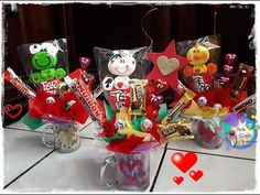 arreglo de taza para regalar económico - YouTube Gift Bouquet, Candy Crafts, Valentine Crafts, Craft Work, Easter Baskets, Gift Wrapping, Bows, Make It Yourself, Christmas Ornaments