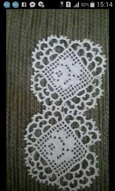 Lace Kitchen Set Models Lace Kitchen Set Models A lace pattern knitted as a refrigerator cover I took it in a dowry in Kayseri but remember the name … # Dantelmutfaktakı my # Dantelmutfaktakımımodel of - Crochet Borders, Crochet Chart, Crochet Squares, Thread Crochet, Crochet Motif, Crochet Designs, Crochet Doilies, Crochet Flowers, Knit Crochet