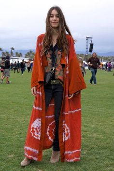Danielle Haim aka greatest human alive. Awesome outfit!