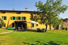 Agriturismo Gardenali - Volta Mantovana ... Garda Lake, Lago di Garda, Gardasee, Lake Garda, Lac de Garde, Gardameer, Gardasøen, Jezioro Garda, Gardské Jezero, אגם גארדה, Озеро Гарда ... Welcome to Farm Holiday Gardenali Volta Mantovana. Our farm holiday is situated a few kms from Lake Garda and Gardaland (Garda Morainic Hills) and it has 12 independent apartments in 5 different buildings. The apartments have 1, 2 and 3 bedrooms, are large and very comfor