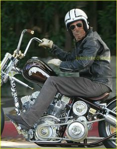 Brad Pitt hides behind his hanky (possibly the same one he wore on his head back in India in November) and sunglasses during a brief motorcycle ride through town…Beautiful Custom Bike by Icon Indian Larry Harley Davidson Motorcycles, Custom Motorcycles, Custom Bikes, Brad Pitt Motorcycle, Motorcycle Gear, Harley Davidson Merchandise, Bobber Chopper, Hot Bikes, Cool Cars