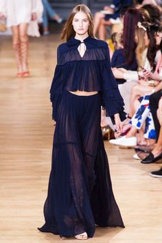 Chloé at Paris Fashion Week Spring 2015 - Runway Photos London Fashion Weeks, Paris Fashion, Runway Fashion, Boho Fashion, Spring Fashion, Fashion Show, Fashion Outfits, Fashion Design, Fashion Trends