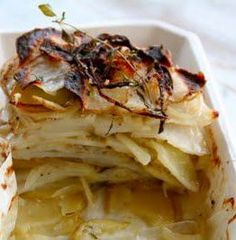 Ovnsbakte poteter med timian - Mat På Bordet Bratwurst, Cabbage, Chips, Baking, Vegetables, Mad, Potato Chip, Veggies, Cabbages