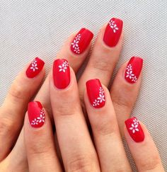 Ongles déco rounded square nails with floral patterns, bright red varnish, manicure design for thin Cute Red Nails, Red And White Nails, Red Gel Nails, Red Nail Art, Red Acrylic Nails, Art Nails, Pastel Nails, Gorgeous Nails, Red Nail Designs