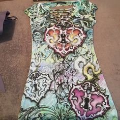 Lock heart short sleeved shirt Polyester & spandex short sleeved shirt excellent condition. Longer style shirt too with cut outs in back Lipstick Tops