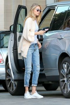 gigi-hadid-arrives-at-her-hotel-in-los-angeles_1