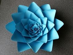 How to make Anyone Can craft's Angelina Paper flower How To Make Paper Flowers, Large Paper Flowers, Giant Paper Flowers, Paper Roses, Felt Flowers, Fabric Flowers, Flower Paper, Paper Flower Patterns, Ribbon Flower Tutorial