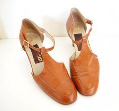 Vintage shoes. burnt orange t strap 70s heels.