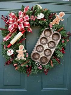 Cute Christmas kitchen wreath with cookie cutters? Use the homemade cookie sign. Christmas Gingerbread, Noel Christmas, Rustic Christmas, Winter Christmas, Christmas Ornaments, Gingerbread Men, Christmas Photos, Outdoor Christmas, Christmas Baking