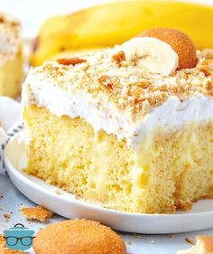 Best Banana Pudding Poke Cake is an easy original recipe made with cake mix poked with banana pudding, topped with Cool Whip and crushed Nilla Wafers! Banana Pudding Poke Cake, Best Banana Pudding, Banana Pudding Recipes, Poke Cake Recipes, Poke Cakes, Dessert Recipes, Pudding Cake Mix, Pudding Flavors, Desserts To Make
