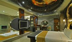 Superhero Hotel Rooms - The Eden Motel Has a Crazy Batman-Inspired Couples Suite (GALLERY)