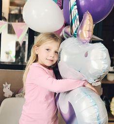 Faire un câlin à une licorne aussi grande que toi, ce serait pas génial ?! __________________________________________________ #unicorn…