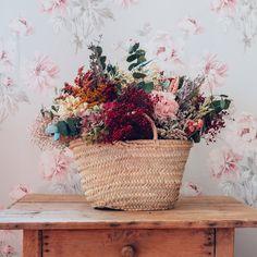 Best Indoor Garden Ideas for 2020 - Modern Dried Flower Bouquet, Diy Bouquet, Dried Flowers, Flower Bar, Flower Boxes, Preschool Garden, Bloom Blossom, Indoor Flowers, Indoor Garden