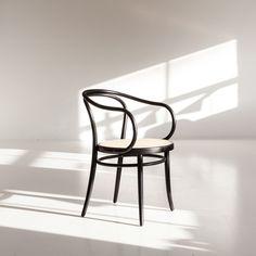 Thonet no 30 tuoli, musta/rottinki