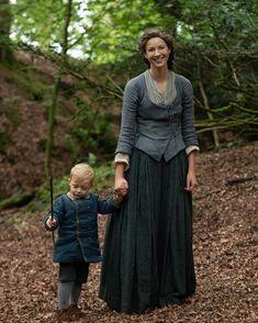 "NEW Still of Claire and Jemmy in Outlander ""Famous Last Words"" Outlander Fan Art, Outlander Quotes, Outlander Series, Outlander Knitting, Claire Fraser, Jamie Fraser, Tartan, Outlander Costumes, John Bell"