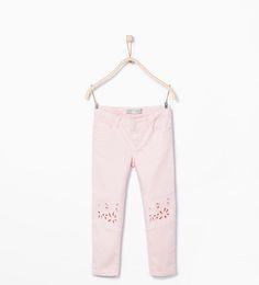Pantalon à broderies aux chevilles
