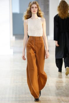 Lemaire Spring 2016 Ready-to-Wear Collection Photos - Vogue Fashion Week, Runway Fashion, Spring Fashion, High Fashion, Fashion Show, Fashion Design, Fashion Trends, Paris Fashion, Moda Paris