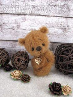 Teddy Bear Toys, Cute Teddy Bears, Artist Birthday, Teddy Bear Pictures, Charlie Bears, Love Bear, Stuffed Animal Patterns, Kawaii, Anime Style