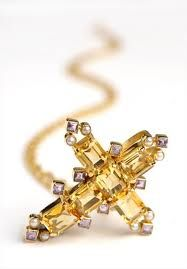 Citrine, amethyst, pearl and gold cross from the Cheapside hoard. Renaissance Jewelry, Medieval Jewelry, Ancient Jewelry, Antique Jewelry, Vintage Jewelry, Ruby And Diamond Necklace, London Museums, Cross Jewelry, Modern Jewelry