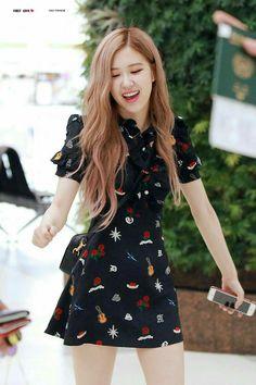 Black Pink Yes Please – BlackPink, the greatest Kpop girl group ever! Blackpink Fashion, Korean Fashion, Womens Fashion, Kpop Girl Groups, Kpop Girls, Blackpink Outfits, Fashion Outfits, Jenny Kim, Look Rose