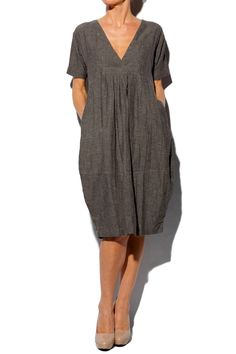 Organic Grey Nanny Fitted Dress --- it looks sooo comfortable ! Linen Dresses, Cotton Dresses, Maxi Dresses, Sleeveless Dresses, Cheap Dresses, Masai Clothing, Sewing Clothes, Dress Sewing, V Neck Dress