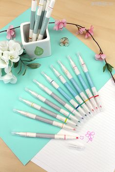With a chisel tip on one end and a fine bullet tip on the other, these stylish and versatile markers are perfect for highlighting, doodling, and writing colorful notes that pop.