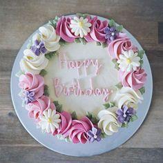 - thankgodforpink on Dayre - cak-cake spam/ cakes giveaway! – thankgodforpink on Dayre – cakes – cake spam/ cakes giveaway! – thankgodforpink on Dayre – cakes – - Best Birthday Cake Images, Beautiful Birthday Cakes, Happy Birthday Cakes, Beautiful Cakes, Cake Birthday, Birthday Desserts, Cake Decorating Techniques, Cake Decorating Tips, Happy Birthday Kuchen