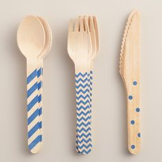 Our blue stamped cutlery set includes knives, forks and spoons made entirely of biodegradable wood for an eco-minded alternative to plastic utensils. Pack them in your lunch sack or picnic basket, or use them for parties and entertaining at home.